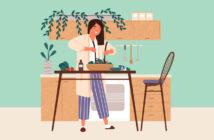 kvinde laver salat
